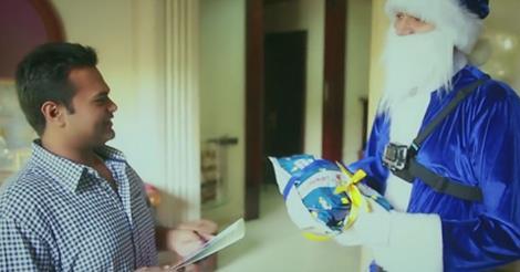 Video: Flipkart's Blue Santa Claus