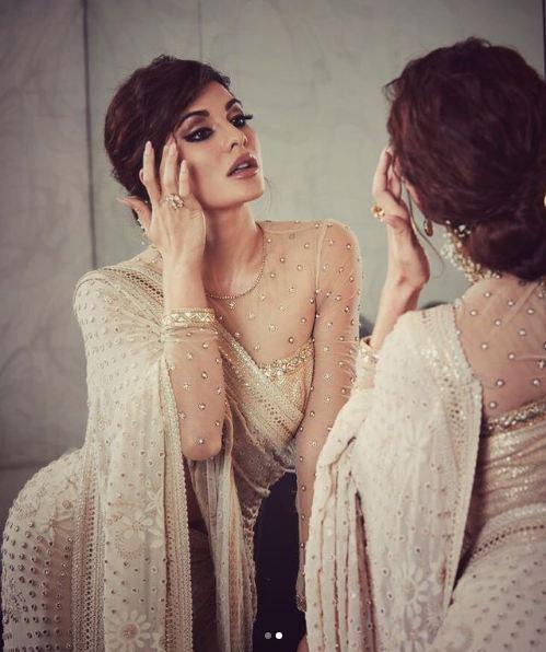 Sexy In Saree: Jacqueline Fernandez
